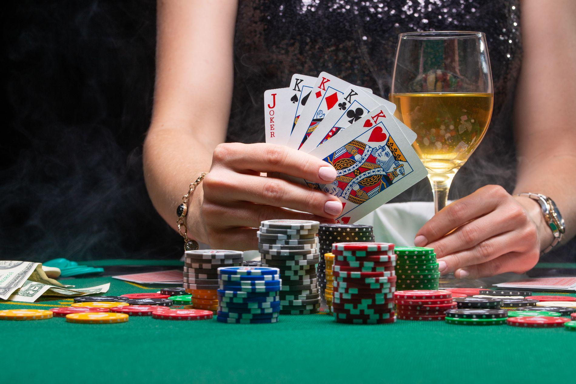 How to Choose Gambling Slot Machines to Maximize Customer Base?