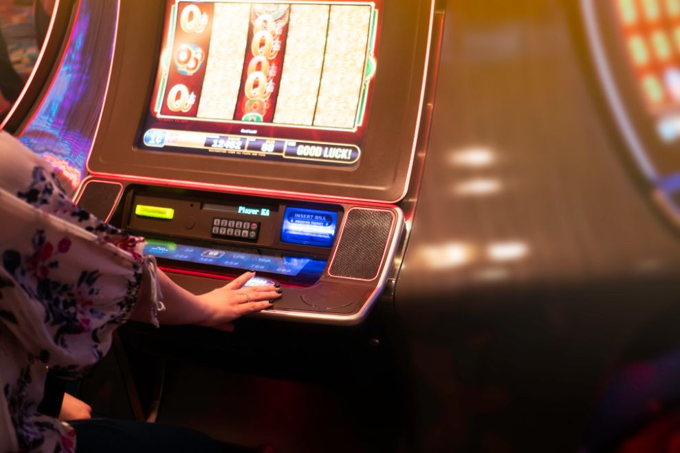 Guide On How to Play Slot Machines Effectively